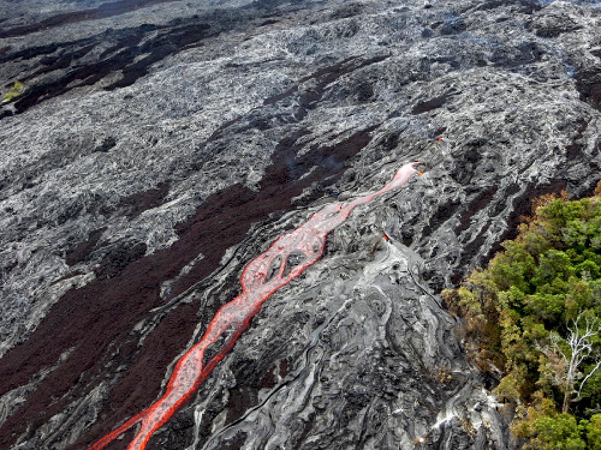 A closer look at the swiftly moving channelized lava on the pali, courtesy USGS.