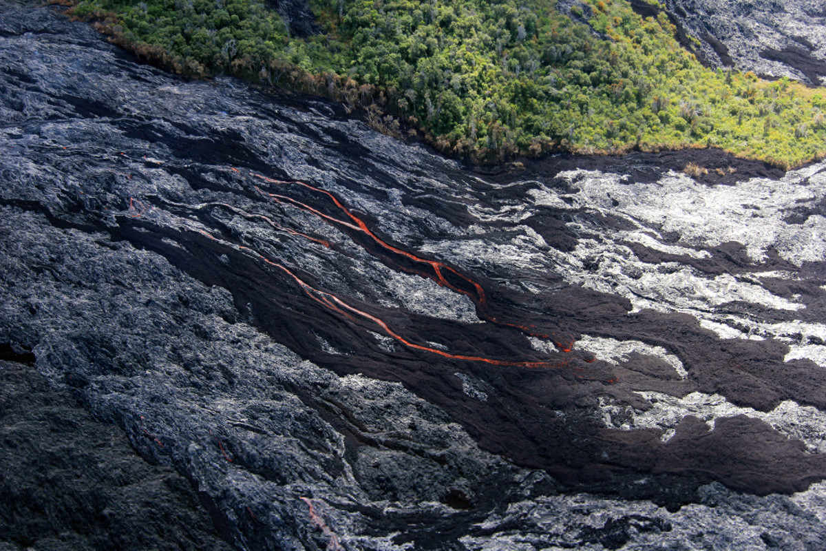 (USGS photo) On the pali: dark brown areas are recently active ʻaʻā, and the shiny gray areas are pāhoehoe lava.