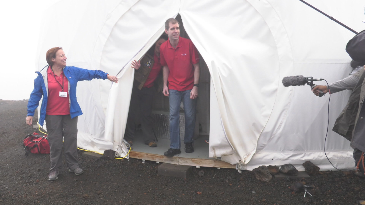 VIDEO: Mars Simulation Crew Emerges After 365 Days In Isolation