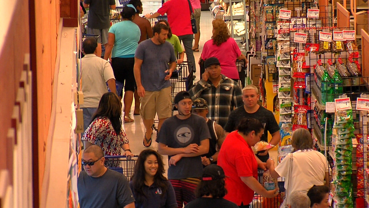 VIDEO: Hawaii Residents Hit Stores Before Hurricane