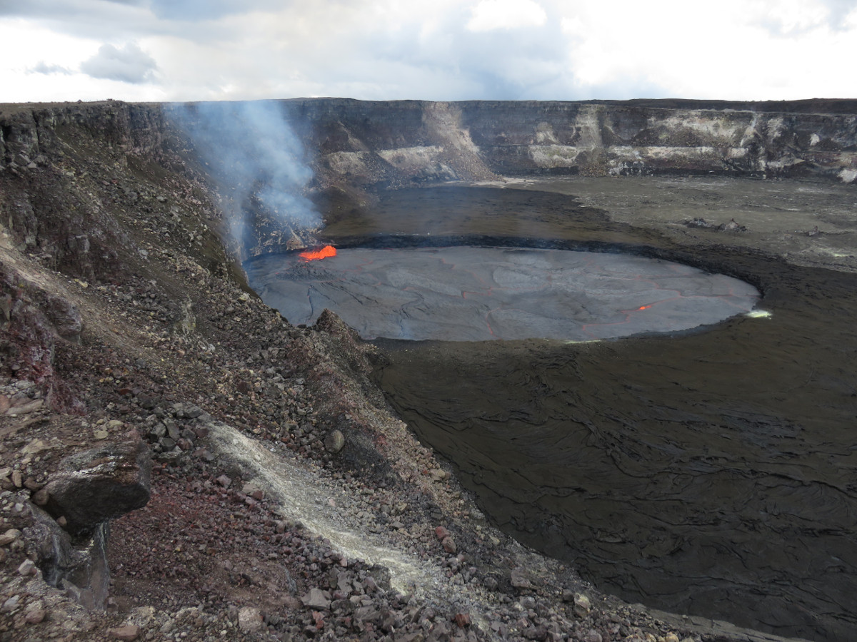 (USGS) Lava lake view taken from the east edge of Halemaʻumaʻu on Saturday.