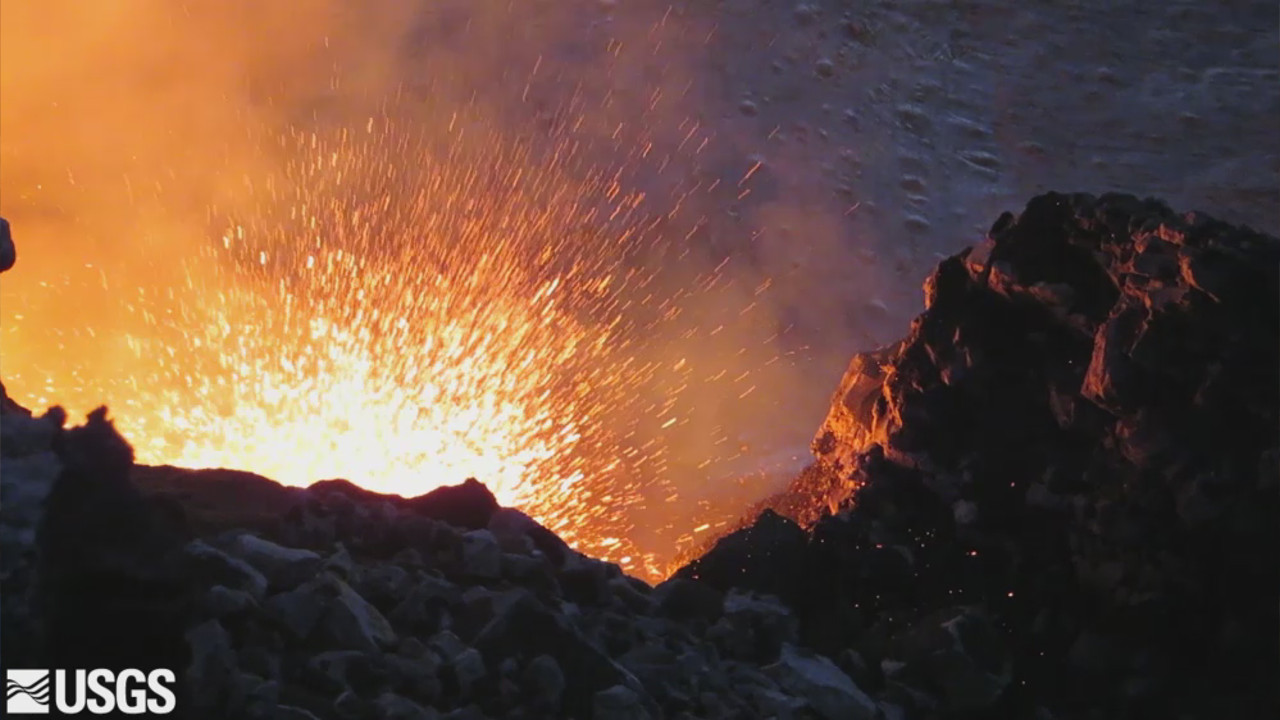 VIDEO: Kilauea Volcano Lava Lake Level Fluctuates