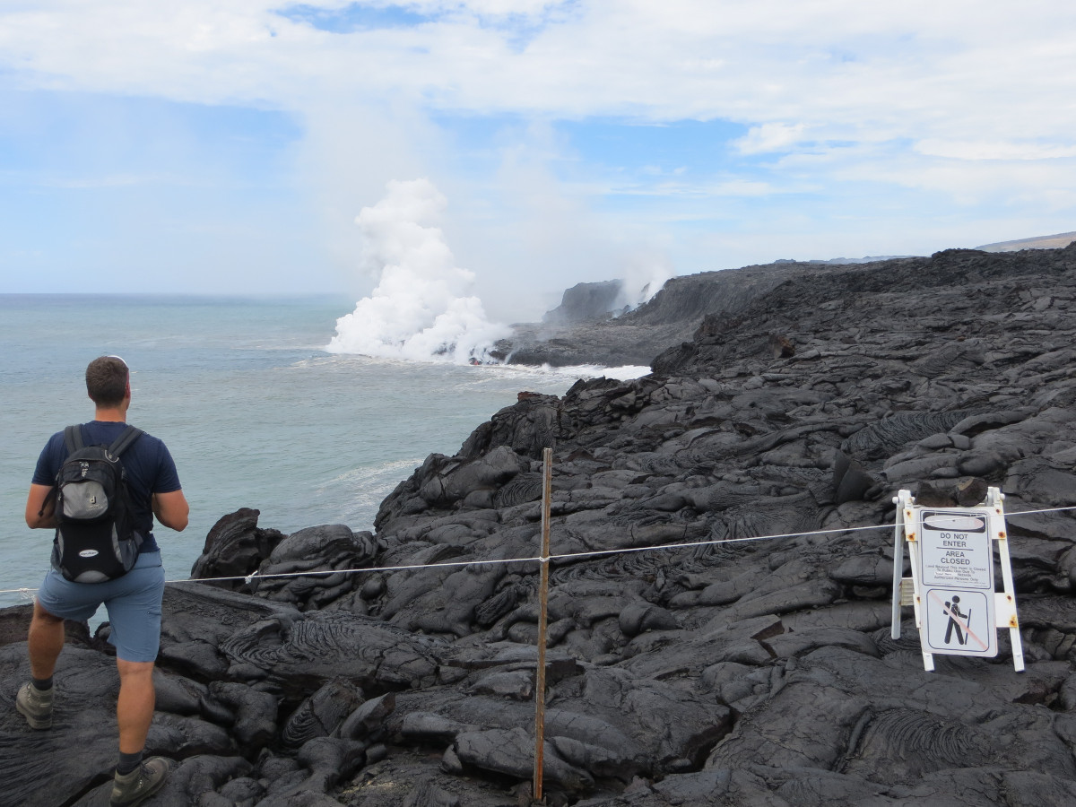 The eastern Kamokuna lava delta shows lava dribbling into the sea and a closer view of the ocean entry plume. (USGS photo)