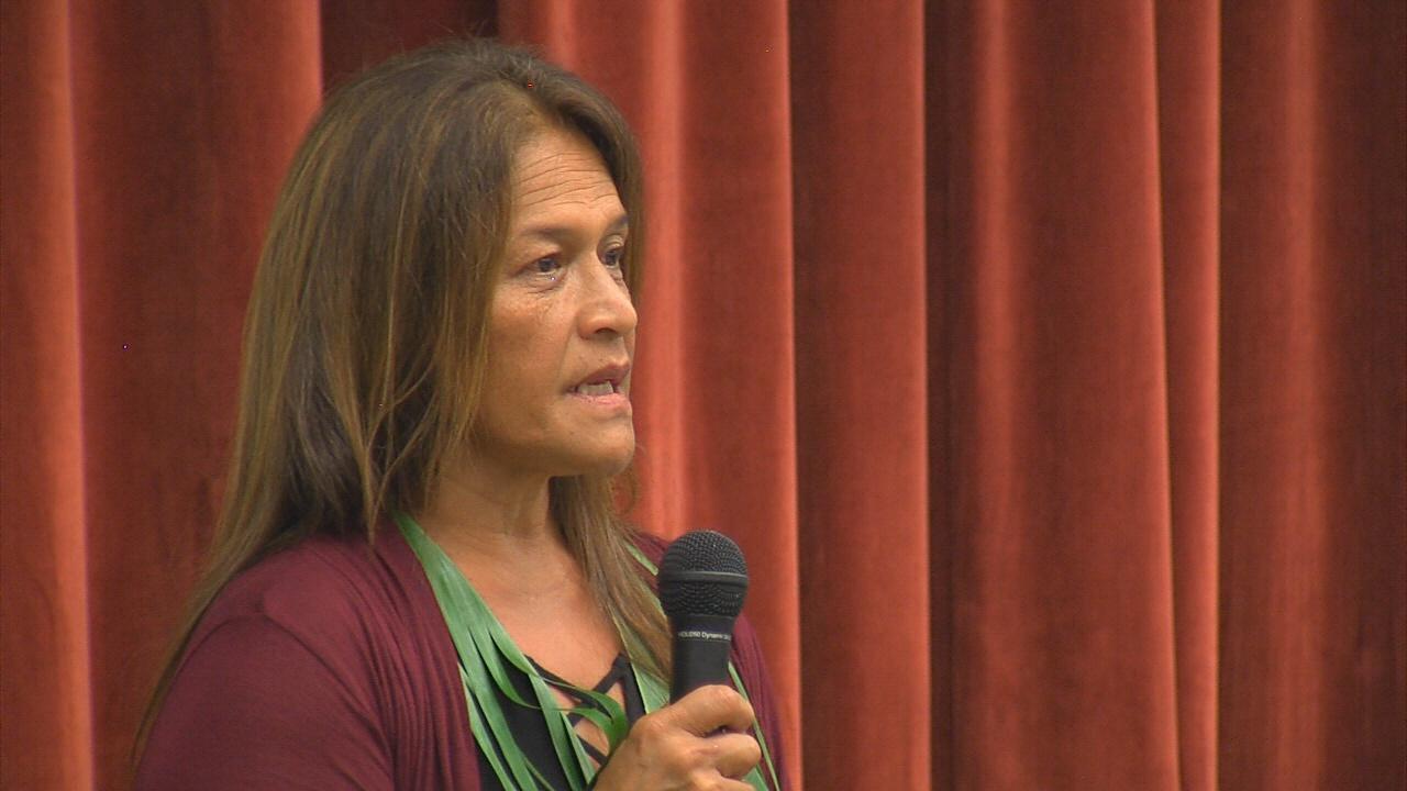 Terri Napeahi speaks during Friday's meeting in Keaukaha.