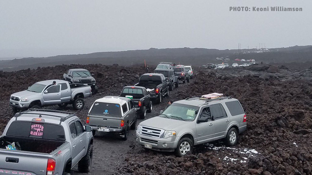 Cars In Search Of Snow Crowd Mauna Loa Road