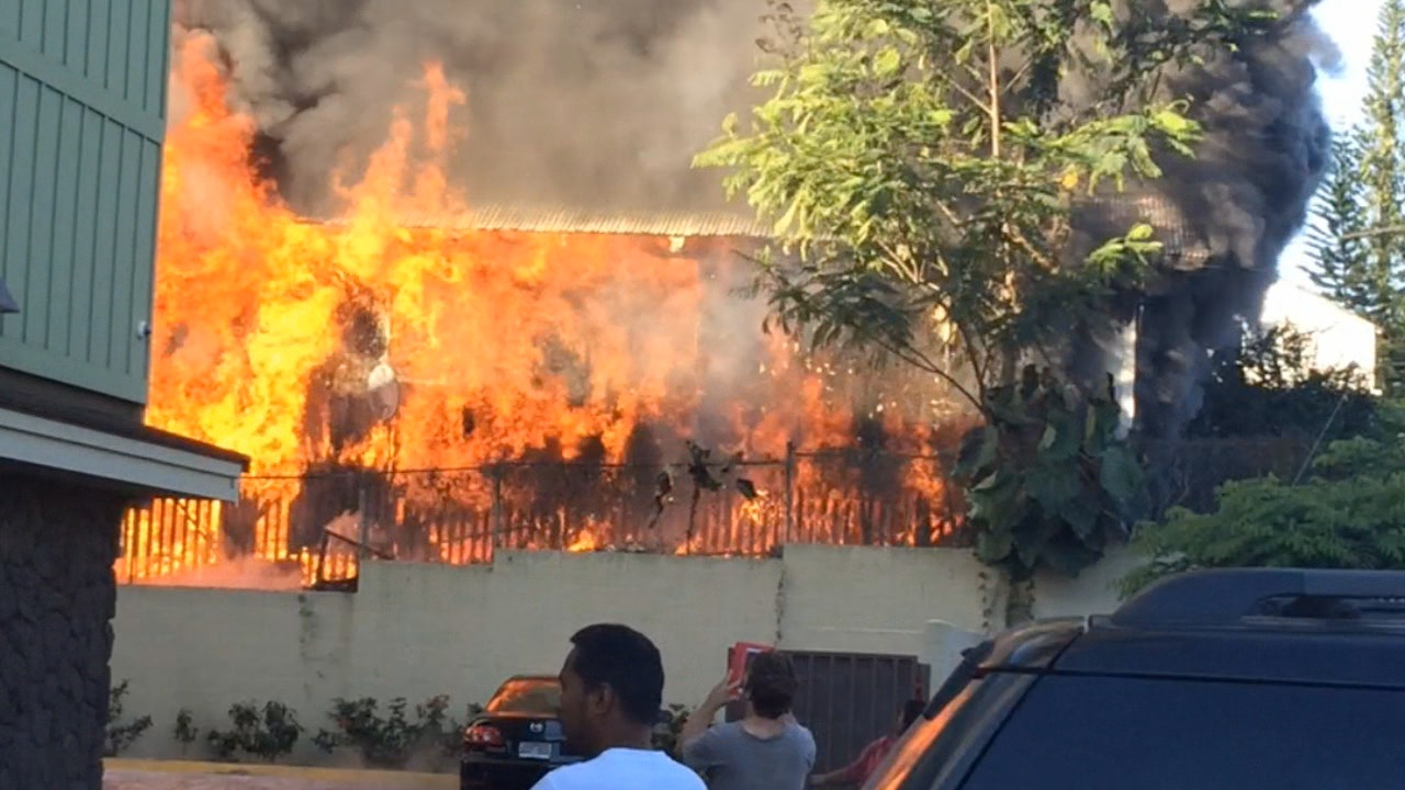 VIDEO: Blaze Burns Ohai Street Building In Hilo