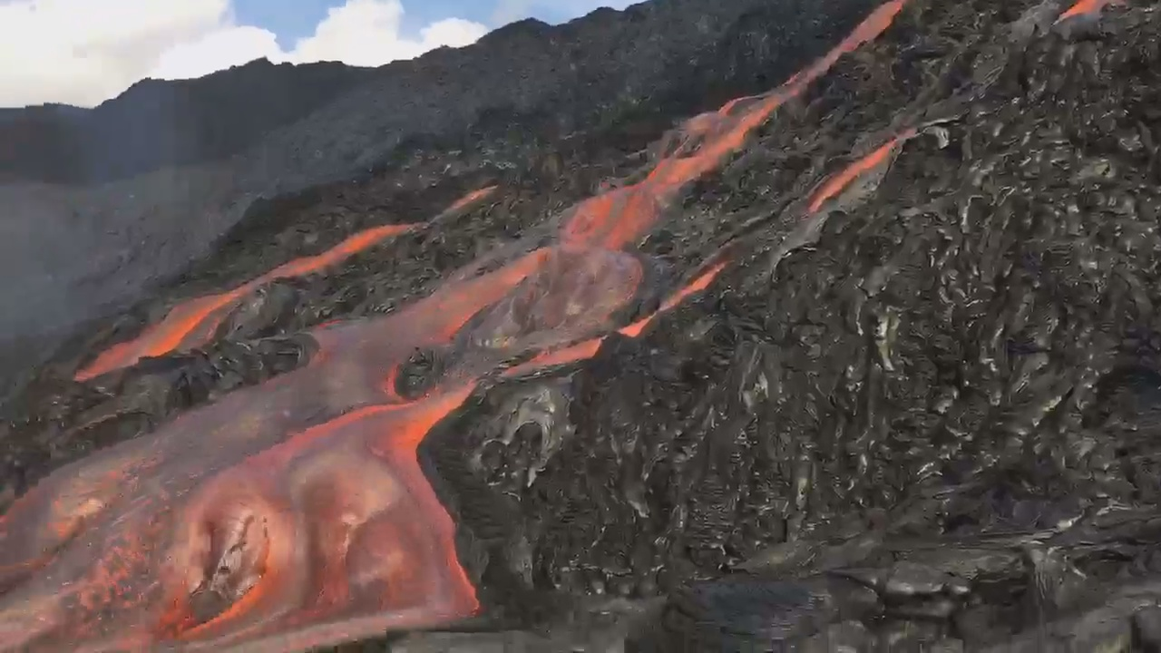 VIDEO: New Lava Breakout On Pali Recorded