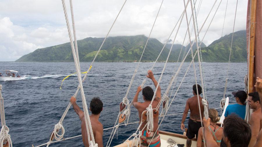 Hokulea, Hikianalia Arrive In Tahiti