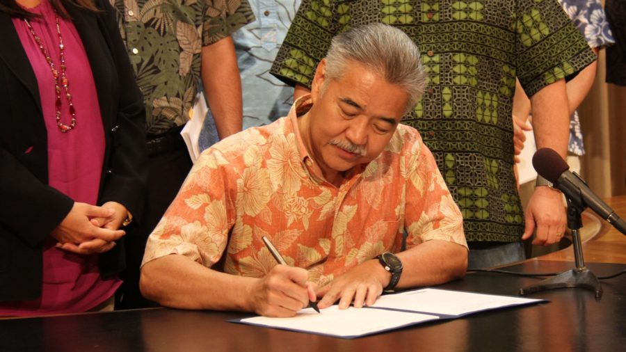 VIDEO REPORT: Gov. Ige Signs Rail Bailout Bill, Answers Questions