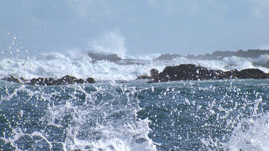 VIDEO: High Surf Closes Onekahakaha Beach Park