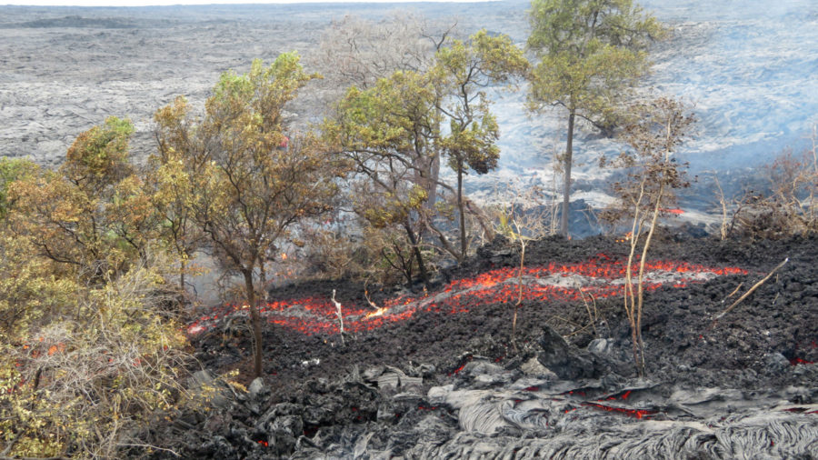 Scientists Record Channelized Lava Breakouts On Pali