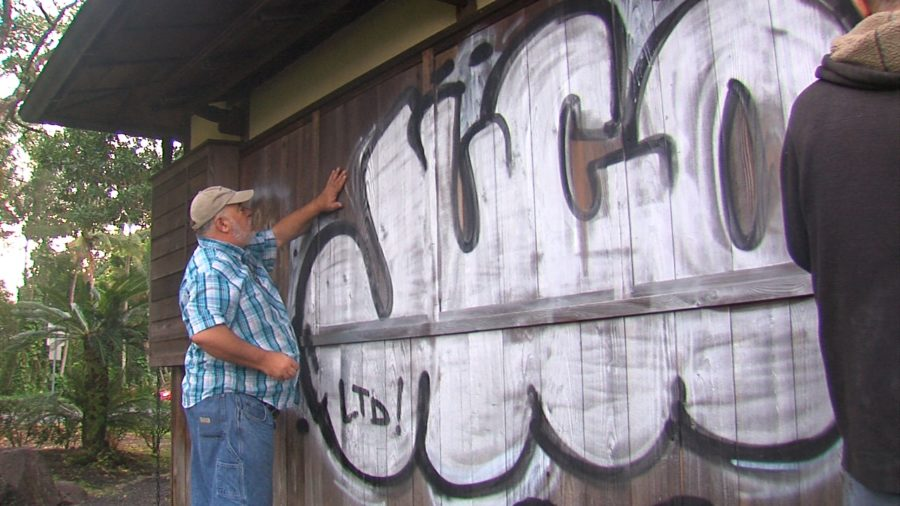 VIDEO: Volunteers Clean Graffiti From Liliuokalani Tea House