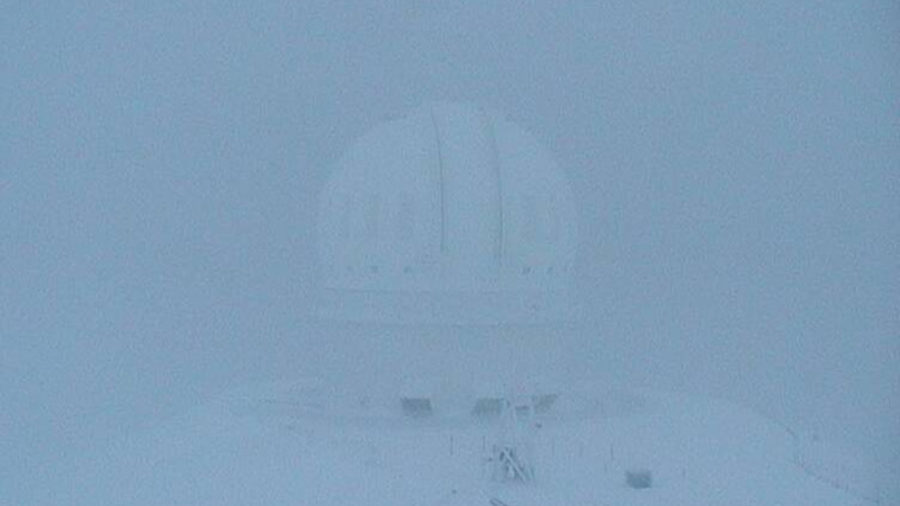 Hawaii Island Summits Buried In Snow