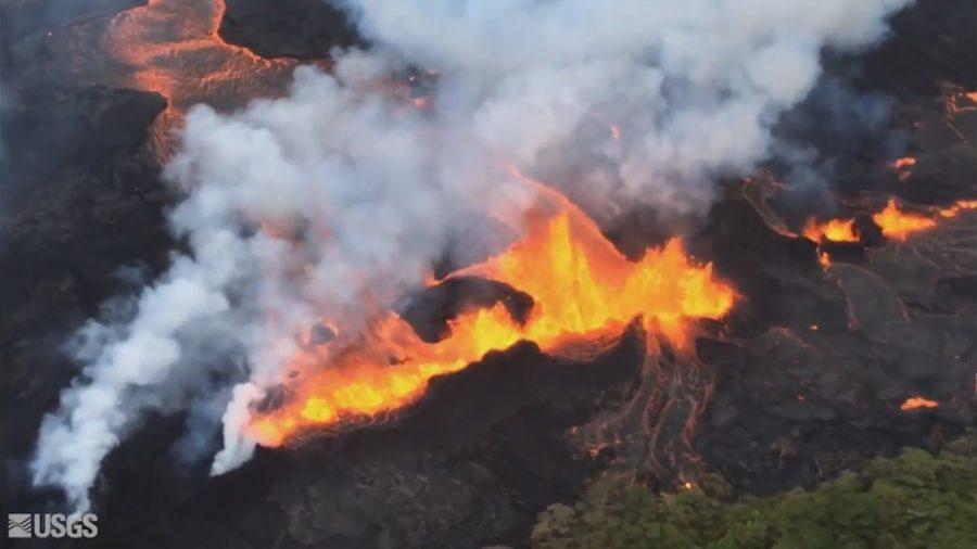 VIDEO: 9 am Eruption Update – Multiple Fissures Still Erupting