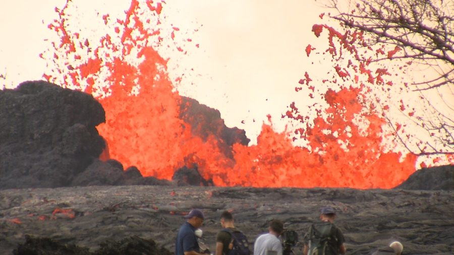 VIDEO: 2 pm Eruption Update – Lava Crosses Pohoiki Road