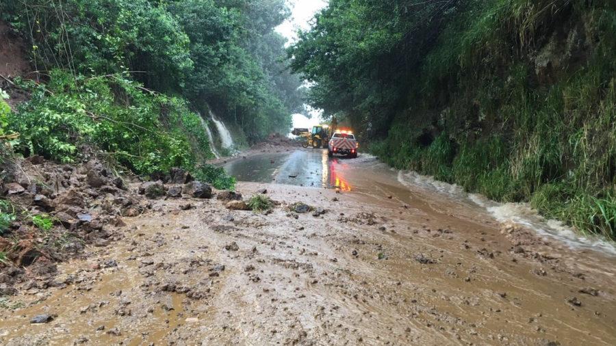 Hawaii Crews Busy Clearing Landslides, Restoring Power
