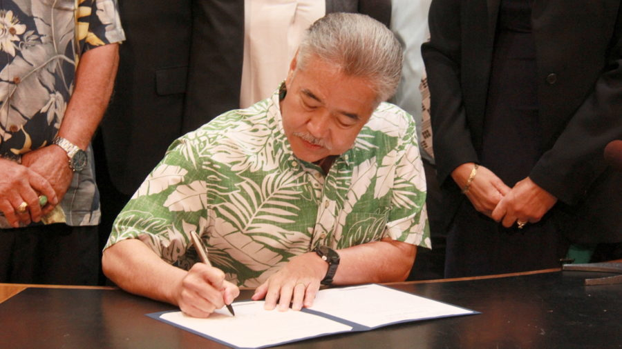 VIDEO: Governor Signs Volcanic Disaster Relief Bill For Hawaii County