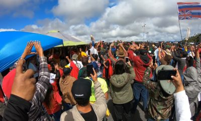 VIDEO: Kupuna Hold Front Line  On Mauna Kea Access Road