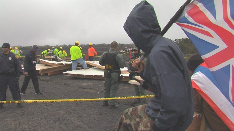 VIDEO: Police Dismantle Structure Near Puʻuhuluhulu – Reaction