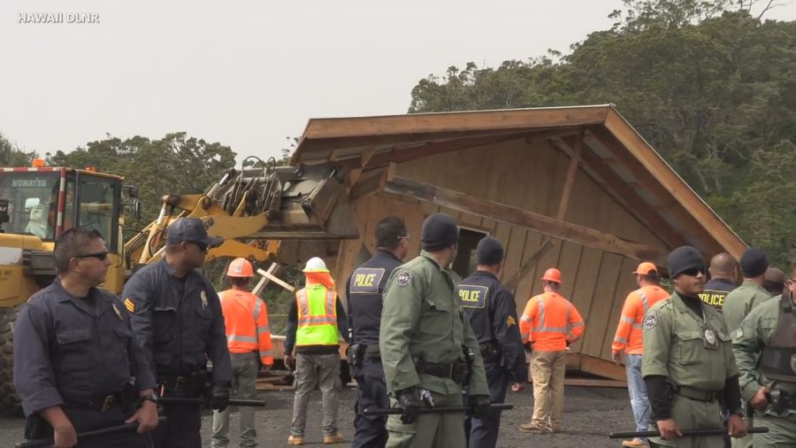 VIDEO: State Records Structure Demolition, Kiaʻi Livestreams Frame Response