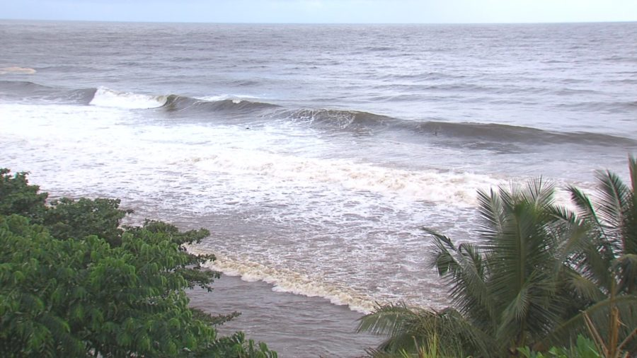 VIDEO: Honoliʻi Beach Closed As Weather Alerts Continue