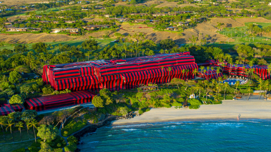 Iconic Hawaiʻi Hotel Undergoes Enormous Tent Fumigation