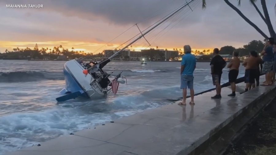 VIDEO: Community Works To Free Sailboat Stuck On Kona Reef
