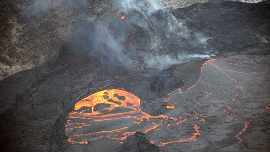 Hawaiʻi Volcano Update: Kilauea Eruption, Mauna Loa Deflation