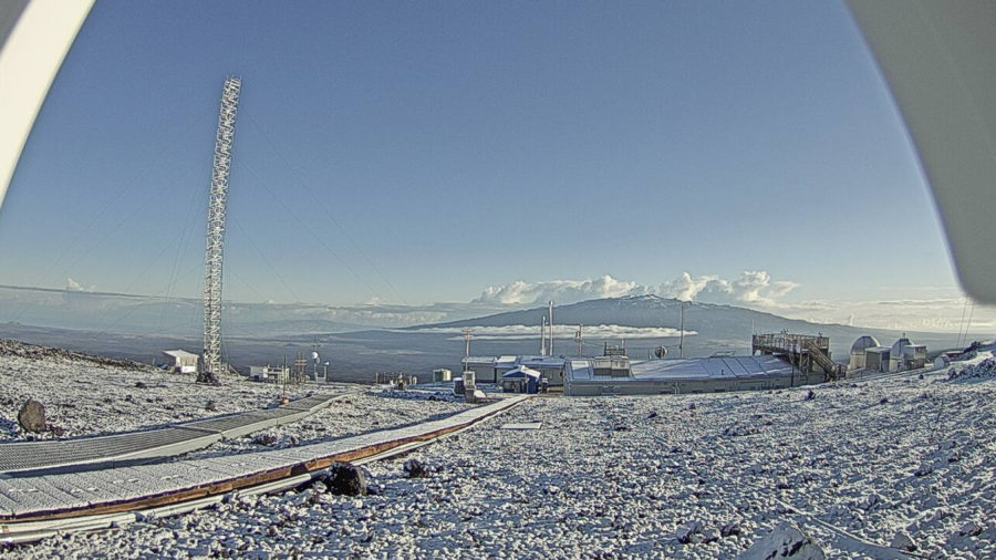 Fresh Snow Covers Hawaiʻi Island Summits