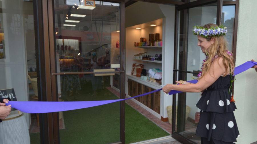 """New """"Tasty Kona"""" Shop Opens In Kailua Village"""