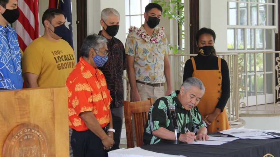 Governor Signs 7 Bills For Hawaiʻi Sustainability